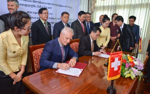 H.E. Dr. Phouang Parisak Pravongviengkham, Deputy Minister of Agriculture and Forestry and Mr. Tim Enderlin, Director of Cooperation for the Mekong Region of the Swiss Agency for Development and Cooperation (SDC) at the SURAFCO signing ceremony.