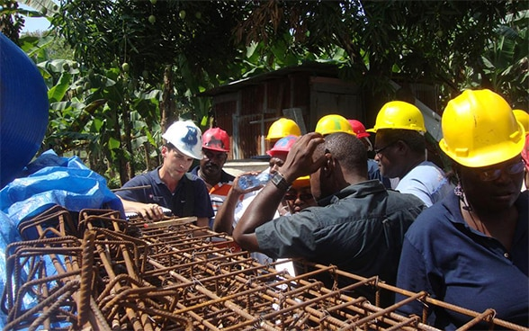 Members of the Swiss Humanitarian Aid Unit during a practical workshop with Haitian masons