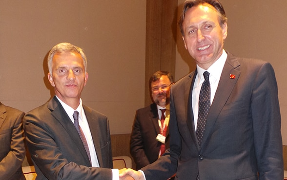 President of the Swiss Confederation and OSCE Chairperson-in-Office, Didier Burkhalter, welcomes the president of the OSCE Parliamentary Assembly, Ranko Krivokapic © FDFA