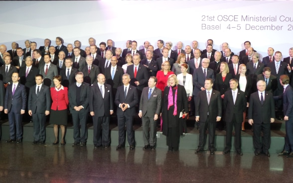 Group picture of the foreign ministers taking part in the 2014 Ministerial Council meeting in Basel