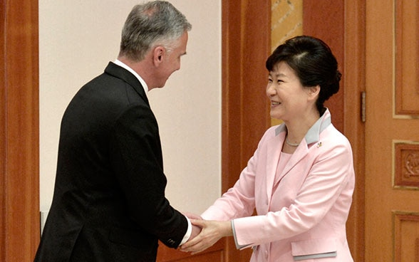 In Seoul, Federal Councillor Didier Burkhalter was received by South Korea's President Park Geun Hye.