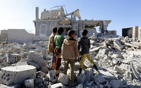 Yemeni children inspect a building in Sanaâ hit by air strikes.