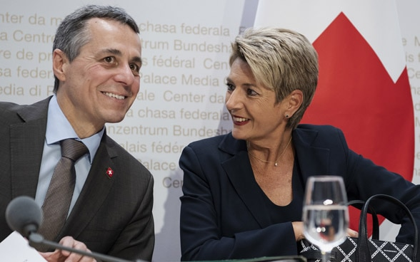 Federal Councillors Cassis and Keller-Sutter laugh during the media conference on the institutional agreement between Switzerland and the EU.