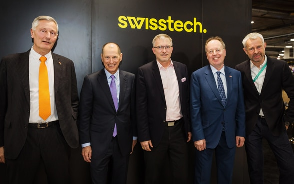 Representatives of Swiss startups, the FDFA, Switzerland Global Enterprise, digitalswitzerland and SwissnexNetwork present the SwissTech campaign at the Swiss Pavilion at the CES, Consumer Electronic Show in Las Vegas.