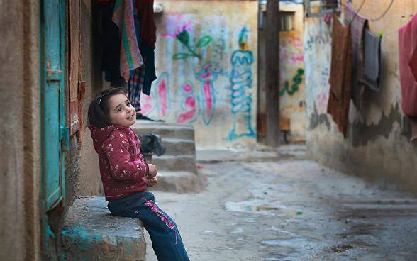 A child setting in-front of her house, Al-Shate' Camp, Gaza, photo by Ali Ashour, April 2015, © SDC