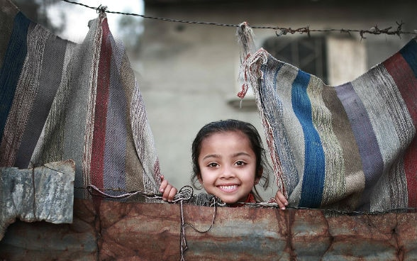A child looking from her shelter, Gaza Strip, October 2014, photo by Ali Ashour, © SDC