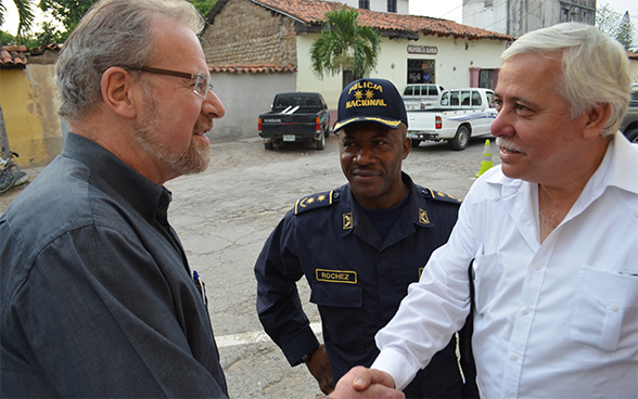 Jürg Benz, Chief Cooperation Office Central America, in an interview with reformist police and government officials in Comayagua/Honduras