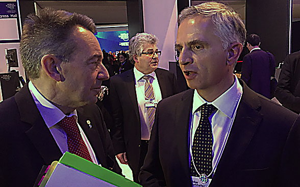 Federal Councillor Didier Burkhalter in conversation with Peter Maurer, President of the International Committee of the Red Cross (ICRC).