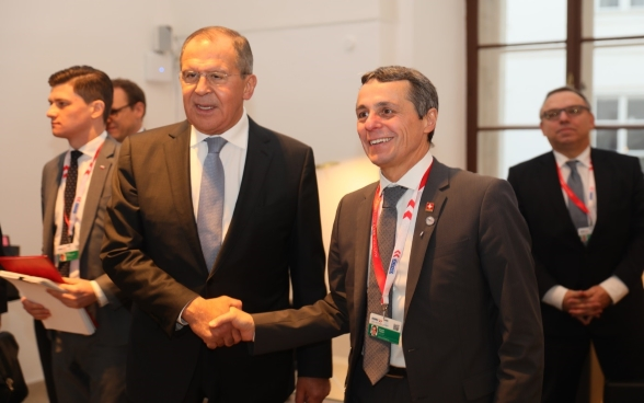 Federal Councilor Ignazio Cassis shakes hand with Sergei Lavrov, Russian Foreign Minister.